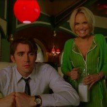Kristin Chenoweth e Lee Pace in un momento dell'episodio 'Corpo Surgelato' della serie tv Pushing Daisies
