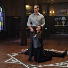 Lindsey McKeon e Christopher Heyerdahl in una scena dell'episodio Death Takes a Holiday di Supernatural
