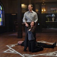 Lindsey McKeon e Christopher Heyerdahl in una scena dell'episodio Death Takes a Holiday di Supernatural