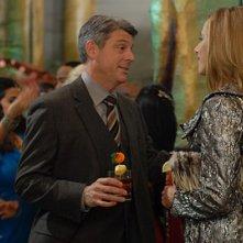 Kim Raver con Christopher Cousins in una scena dell'episodio 'Chapter Four: Bombay Highway' della serie Lipstick Jungle
