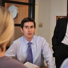 James Lesure assiste a una riunione della rivista Bonfire nell'episodio 'Chapter Eleven: The F-word' della serie Lipstick Jungle