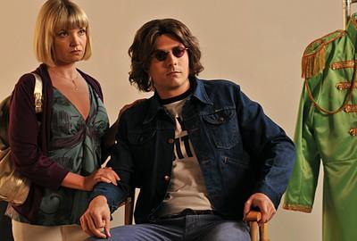 Noah Bean Nei Panni Di Un Attore Che Interpreta John Lennon In Un Film Nella Serie Lipstick Jungle Episodio Chaptern Nine Help 107485