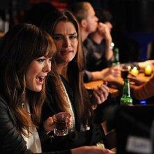 Brooke Shields e Lindsay Price nell'episodio 'Chapter Nineteen: Lovers' Leap' della serie Lipstick Jungle