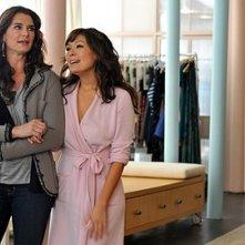 Brooke Shields e Lindsay Price nell'episodio 'Chapter Eighteen: Indecent Exposure' della serie tv Lipstick Jungle
