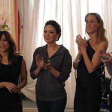 Brooke Shields, Kim Raver, Rosie Perez e Lindsay Price nell'episodio 'Chapter Twenty: La Vie En Pose' della serie Lipstick Jungle