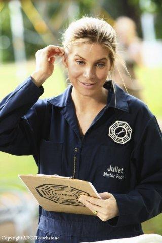 Elizabeth Mitchell in una scena dell'episodio Namaste di Lost