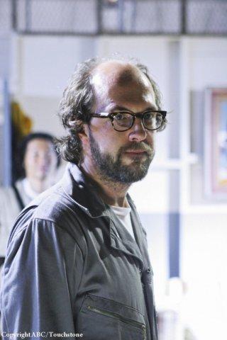 Eric Lange in una scena dell'episodio Namaste di Lost