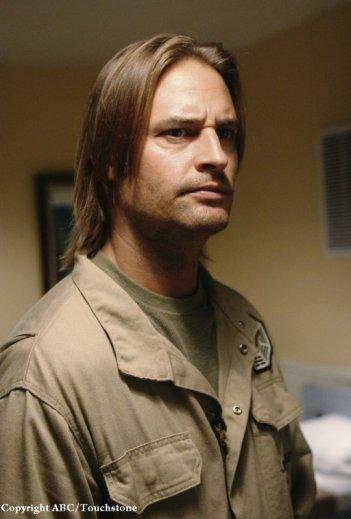 Josh Holloway è Sawyer nell'episodio LaFleur di Lost