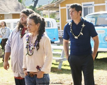 Matthew Fox, Jorge Garcia ed Evangeline Lilly in una scena dell'episodio Namaste di Lost