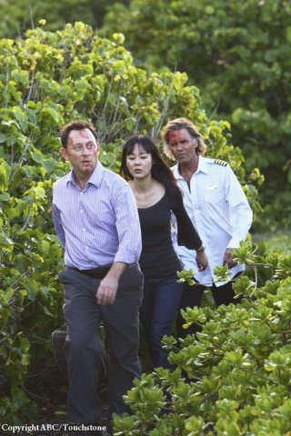 Michael Emerson, Jeff Fahey e Yunjin Kim in una scena dell'episodio Namaste di Lost