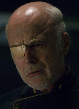 Michael Hogan in una scena dell'episodio 'Islanded in a Stream of Stars' della quarta stagione di Battlestar Galactica