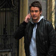 Robert Buckley al telefono con Nico nell'episodio 'Chapter Nineteen: Lovers' Leap' della serie Lipstick Jungle