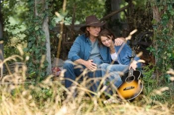 Billy Ray Cyrus e Miley Cyrus in un'immagine di Hannah Montana: The Movie