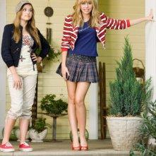 Emily Osment e Miley Cyrus in un'immagine del film Hannah Montana: The Movie