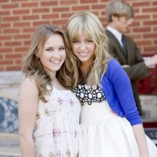 Emily Osment e Miley Cyrus sul set del film Hannah Montana: The Movie