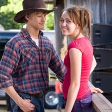 Lucas Till e Miley Cyrus in una foto promozionale del film Hannah Montana: The Movie