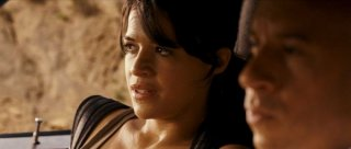 Michelle Rodriguez in una scena del film Fast and Furious - Solo parti originali