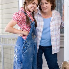 Miley Cyrus e Margo Martindale sul set del film Hannah Montana: The Movie