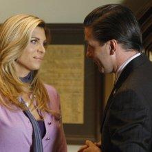Candis Cayne con William Baldwin in una scena dell'episodio 'The Plan' della seconda stagione di Dirty Sexy Money