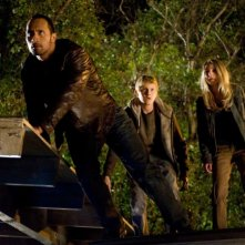 Dwayne Johnson, Alexander Ludwig e Annasophia Robb in una scena del film Corsa a Witch Mountain