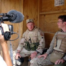 Isaac Radermacher e il regista Jake Radermacher sul set del documentario Brothers at War