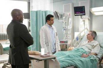 Kal Penn e Omar Epps in una scena dell'episodio The Social Contract di Dr. House: Medical Division