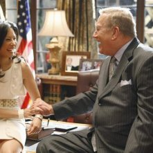 Lucy Liu e Ken Howard in una scena dell'episodio 'The Summer House' della serie tv Dirty Sexy Money