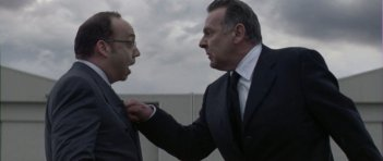Paul Giamatti e Tom Wilkinson in una scena del film Duplicity