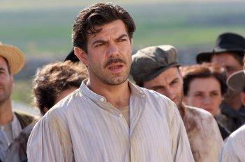 Pierfrancesco Favino in una scena della fiction Pane e libertà