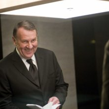 Tom Wilkinson in una scena del film Duplicity