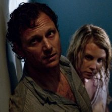 Tony Goldwyn e Monica Potter in una sequenza del film The Last House on the Left