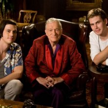 Trevor Moore, Hugh Hefner e Zach Cregger sul set del film Miss March