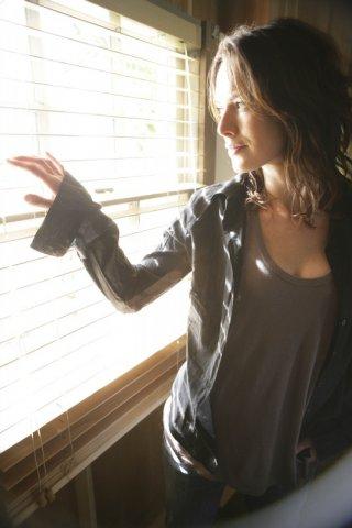 Lena Headey in una scena dell'episodio To the Lighthouse di Terminator: The Sarah Connor Chronicles