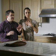Eliza Dushku e Patton Oswalt in una scena dell'episodio Man On The Street di Dollhouse