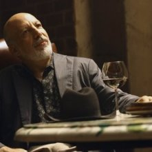 Erick Avari in un momento nell'episodio ' The Chiavennasca ' della serie tv Dirty Sexy Money