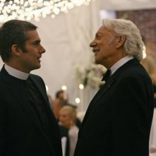 Glenn Fitzgerald con Donald Sutherland in una scena dell'episodio 'Il Matrimonio' della serie tv Dirty Sexy Money