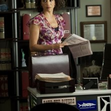 Gloria Reuben in una scena della serie Raising the Bar