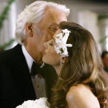 Natalie Zea e Donald Sutherland in Dirty Sexy Money, episodio: Il Matrimonio