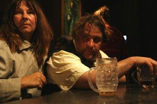 Yolande Moreau e Bouli Lanners in una scena del film Louise & Michel