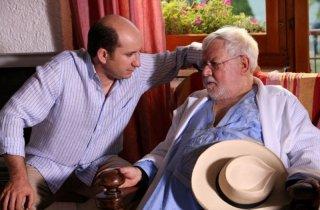 Antonio Albanese e Paolo Villaggio in una sequenza del film Una questione di cuore