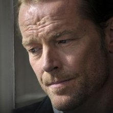 Iain Glen in una scena del film Il caso dell'infedele Klara