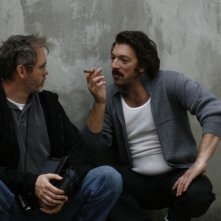 Il regista Jean-François Richet e Vincent Cassel sul set del film Nemico pubblico n°1 - L'ora della fuga