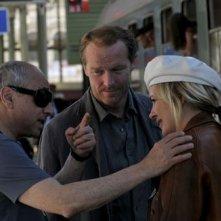Il regista Roberto Faenza, Iain Glen e Kierston Wareing sul set del film Il caso dell'infedele Klara