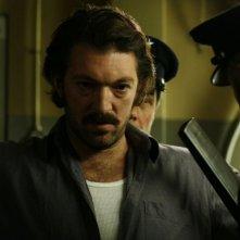 Vincent Cassel è il gangster Jacques Mesrine nel film Nemico pubblico n°1 - L'ora della fuga