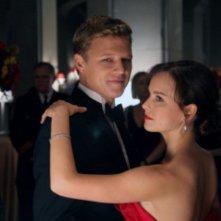 Christopher Egan ed Allison Miller nel pilot della serie Kings