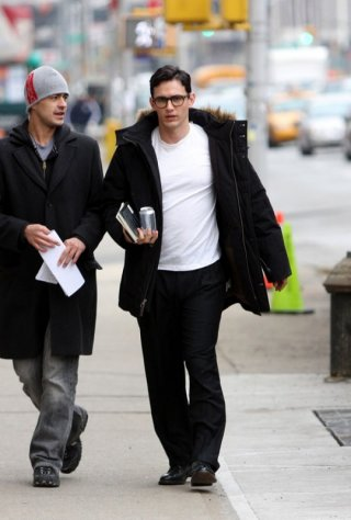 James Franco nei panni di Allen Ginsberg in un'immagine rubata dal set del film Howl