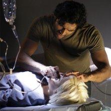 Brea Grant e  Sendhil Ramamurthy in una scena di Cold Snap dalla terza stagione di Heroes