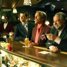 Colin Hanks, John Malkovich e Ricky Jay in una scena del film The Great Buck Howard