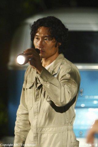 Daniel Dae Kim nell'episodio He's Our You di Lost