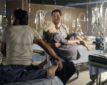 Greg Grunberg, Brea Grant e  Sendhil Ramamurthy in una scena di Cold Snap dalla terza stagione di Heroes